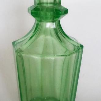 Графин салатовое стекло 1900 - 20 гг