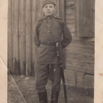 Фото. Боец с драгунской шашкой из Пинска. 1946 год.