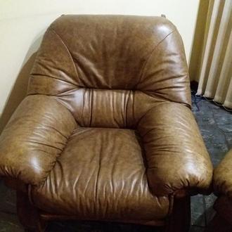 Кожаный диван два кресла столик