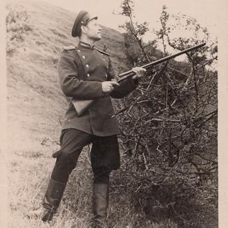 2 Фото. Старшина МВД на охоте. 1940-50 гг.