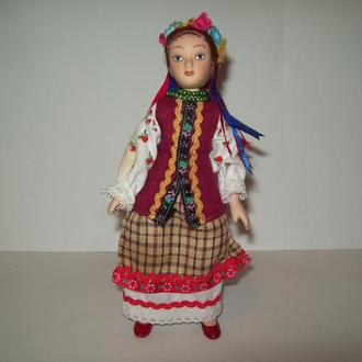 Кукла в национальной одежде украинка фарфор