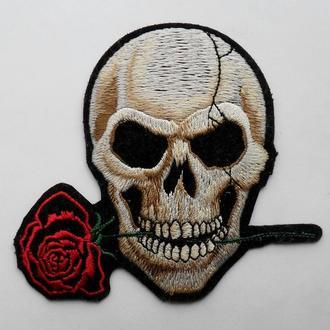 Нашивка Череп с розой. Рок. Готика. Байкеры.