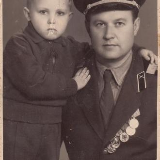 Фото. Старшина-сверхсрочник с ребенком. 1958-69 гг.