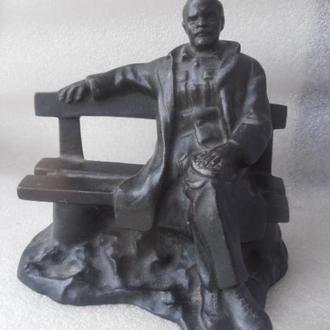 Ленин на скамейке. Скульптура.Чугун. Куса.1977год