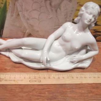 Фарфоровая статуэтка Девушка НЮ Германия Валердорф