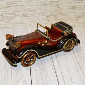 Деревянная модель ретро автомобиля