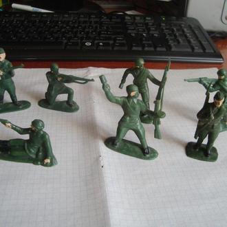 """Солдатики СССР """"Солдаты в бою"""""""