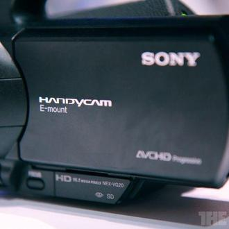 Sony NEX-VG20E 18-200mm F3.5-6.3 OSS Lens+накамерный свет+аккумуляторы