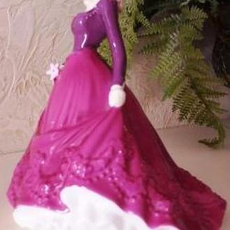Дама в лиловом платье Royal Worcester