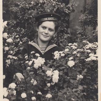 Фото. Девушка в гвардейской бескозырке. 1955 г.