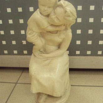 Фигура материнство гипс мама держит сына на руках №284