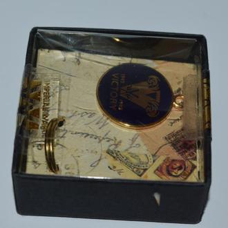 сувенир брелок металл позолота victory imperial war в коробке винтаж