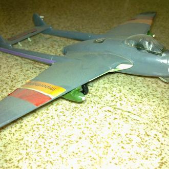 """Масштабная модель самолёта """"Рама FВ.5 Вампир"""""""
