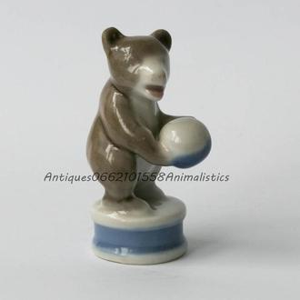 Фарфоровая статуэтка фарфор Цирковой медведь, мишка с мячом Барановка