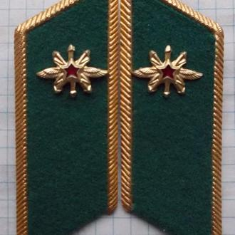 Петлицы связиста ПВ КГБ на китель или мундир.