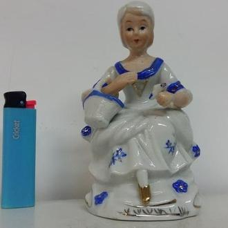 Статуэтка Дама с корзиной