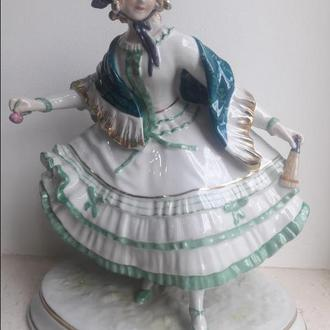 Фарфоровая статуэтка девушка с цветком Ernst Bohne & Sons  Германия, 1901-37 гг