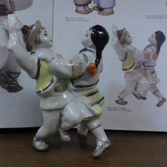 """Статуэтка """"Танцующие дети Гуцульский танец Коломийка"""" 13,5 см 1 сорт автор Рапай"""