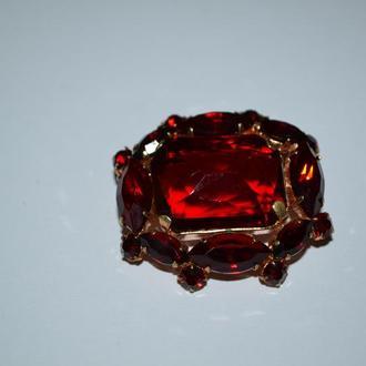 интересная брошь красные камни позолота бронза винтаж