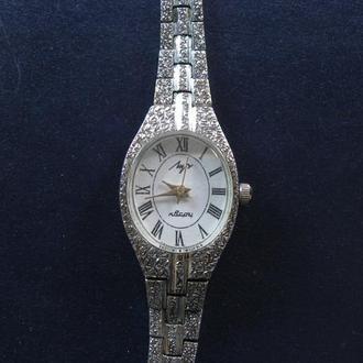 Часы Луч с браслетом кварц