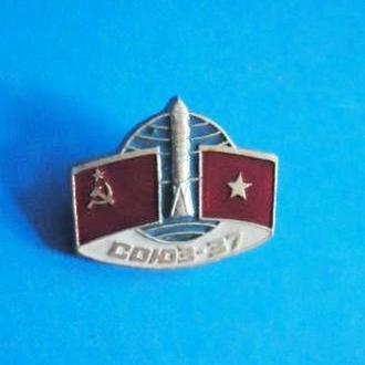 Космос Союз-36 значок из серии интеркосмос СССР-Вьетнам