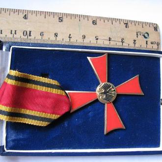 Наградной крест в футляре ,оригинал