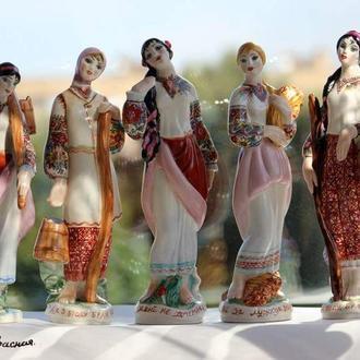 Фарфоровые статуэтки по мотивам украинских песен.