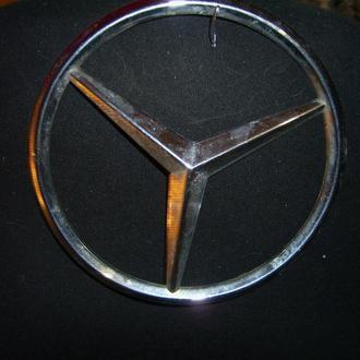 Эмблема на авто Мерса.