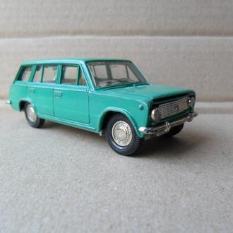 Модель автомобиля ВАЗ 2102 Жигули Lada СССР 1:43 Тантал Саратов