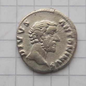 Денарій Антонін Пій, Consecratio (посмертний). Срібло, непоганий стан.