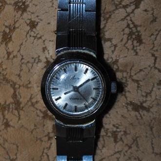 Часы Луч женские не на ходу 17 камней знак качества СССР. Годинник жіночий наручний з браслетом.