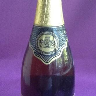 Вино *ALBENA*. A dry sparkling white wine. Производитель - UK. Сохранность свыше 30 лет.