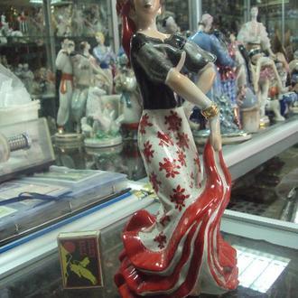 фигура фарфор киев цыганка танцует циганка №239