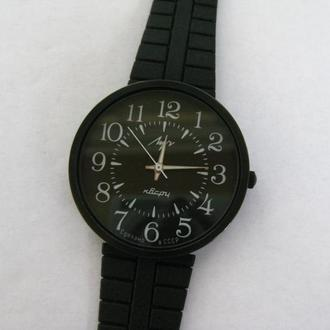 Новые часы Луч кварц СССР !