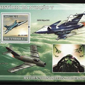 Мозамбик 2009 ** Транспорт Авиация Самолеты ВВС Истребители Милитария бл MNH