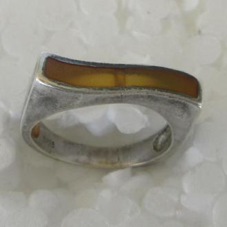 Перстень с янтарем, серебро 925пр.