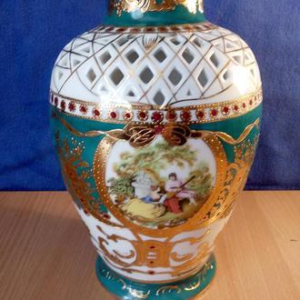 Порцеляновая ваза