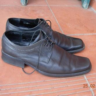 туфли очень качественные.на ногу 27 см ширина стельки 9-10 см..состояние идеал,носить и носить еще.