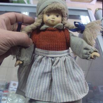 игрушка детская кукла фарфоровая девочка в шапочке 25 см