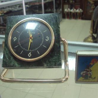 настольные часы молния 1 класс змеевик №6159