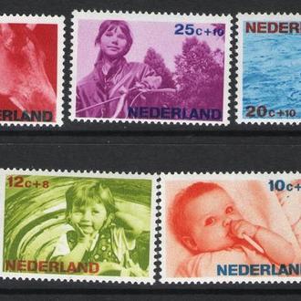 Нидерланды - дети 1967 - Michel Nr. 866-870 **