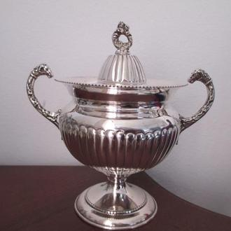Серебро 800 сахарница ручки Барашки. Италия. h- 13 см. вес- 157 гр. Клейма.