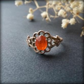 Кольцо - цветок с оранжевым камнем в позолоте