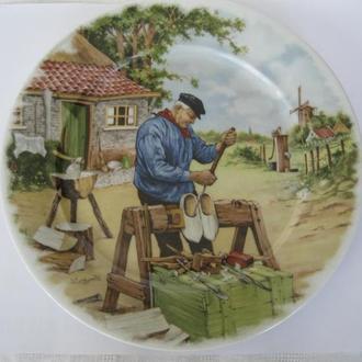 Красивая коллекционная тарелка Изготовитель кломпов!Клеймо Royal Schwabap!Голландия!
