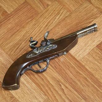 Зажигалка большой пистолет сувенирный не горит