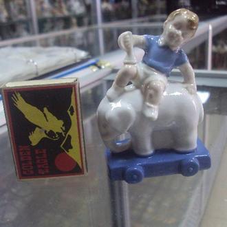 фигура фарфор германия мальчик на слоне с трубой под реставрацию №35