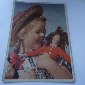 Открытка  Девочка с куклой