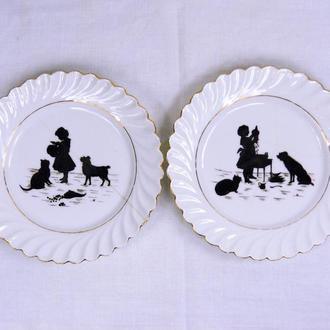 Фарфоровые 2 сюжетные тарелки, размеры 2,5х17,5 см.