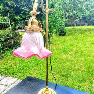 Антикварнанастільна лампа з старовиним плафоном та номером