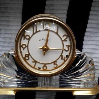 Часы механические настольные Маяк